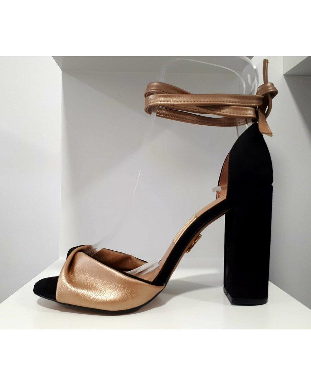 Sandálias Block Heel